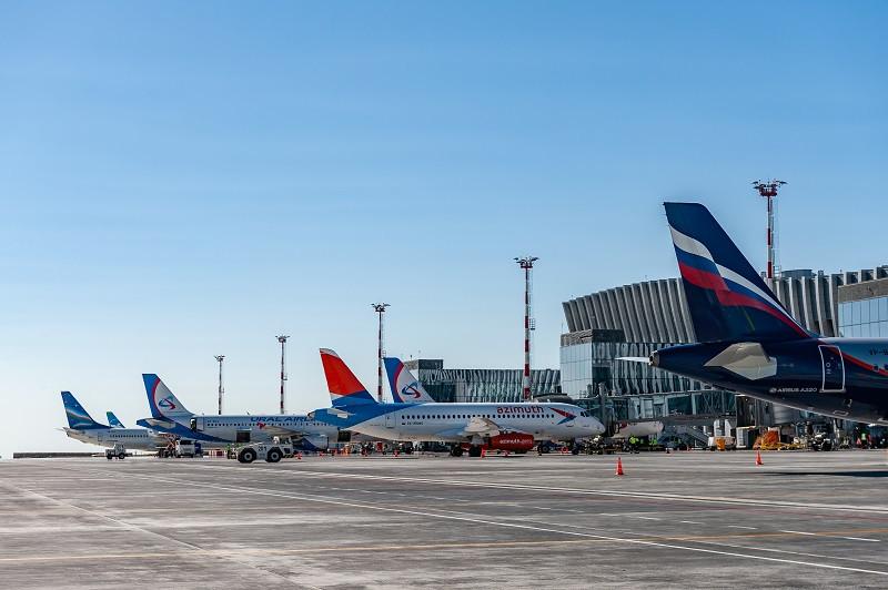 Рейсы в крымском аэропорту задержали из-за погоды