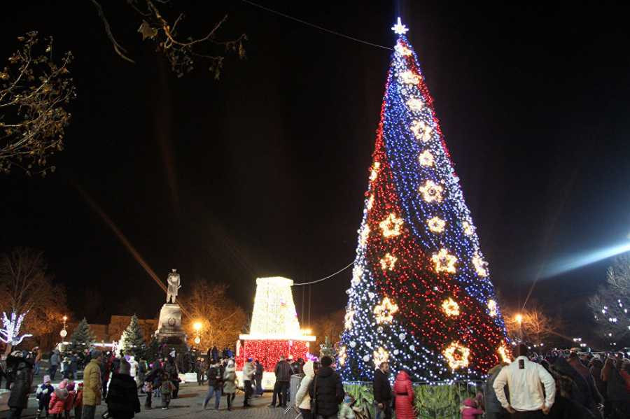 На площади Нахимова в Севастополе начались монтажные работы