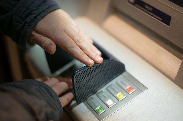 Сбербанк ограничил перевод средств на кредитки по номеру телефона