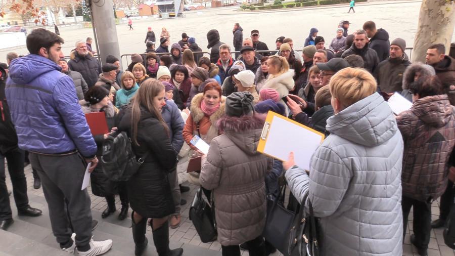 ForPost - Новости : К приёмной Путина в Севастополе пришла колонна предпринимателей