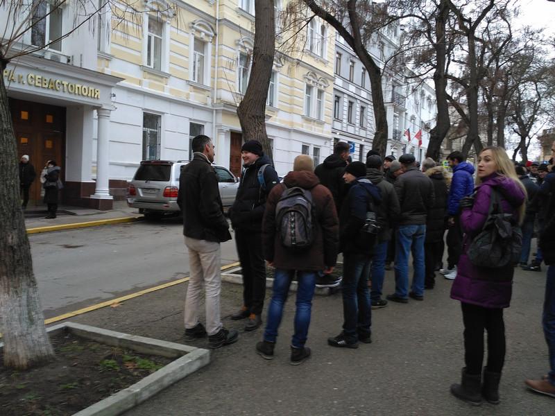 ForPost - Новости : Предприниматели «Муссона» снова вышли на митинг под стены прокуратуры Севастополя