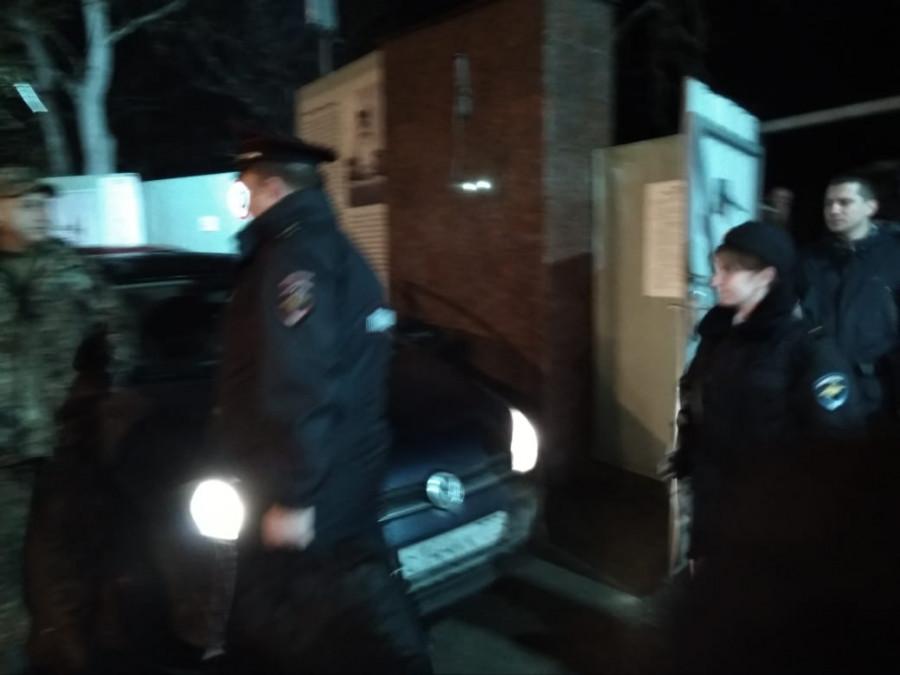 ForPost - Новости : Жители Севастополя встретили представителей Овсянникова на Матросском криками «позор!»