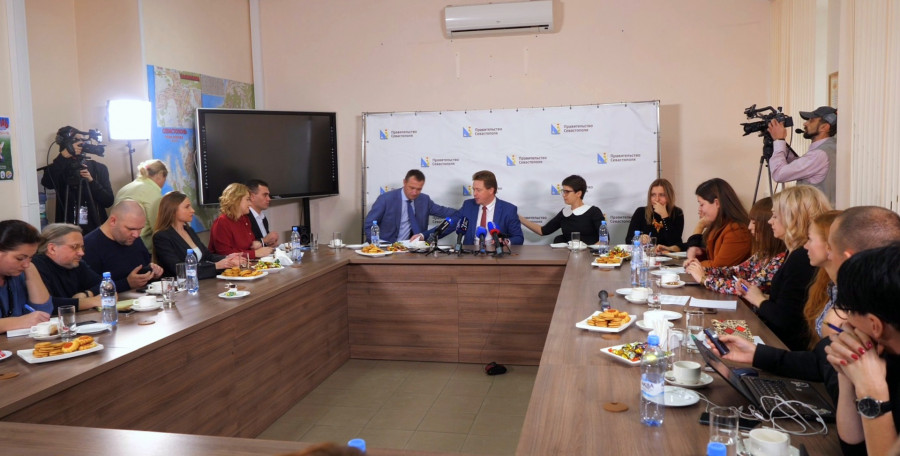 ForPost - Новости : Губернатор Севастополя назвал информацию СМИ «дерьмовой», а заключение КСП — макулатурой
