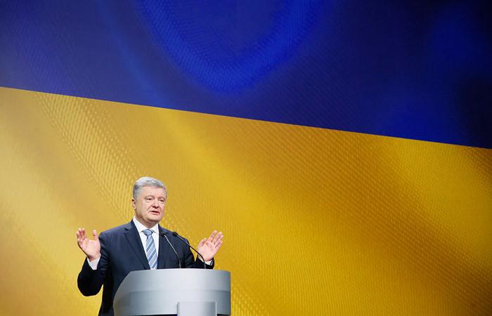 Порошенко объявил о прекращении военного положения на Украине