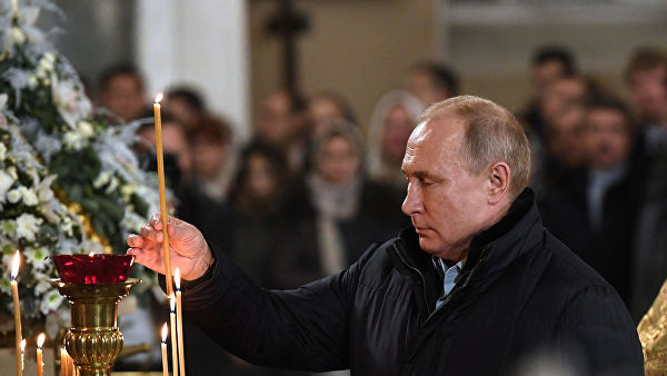 Путин встретил Рождество в Спасо-Преображенском соборе Петербурга