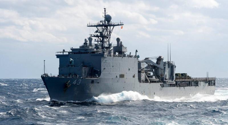 Черноморцы «взяли на мушку» десантный корабль США
