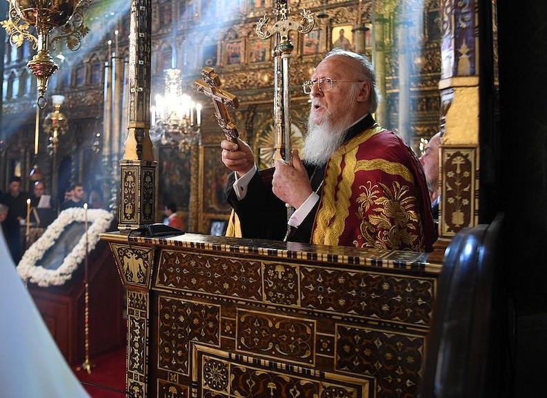 Варфоломей хочет мошеннически заполучить обители Крыма
