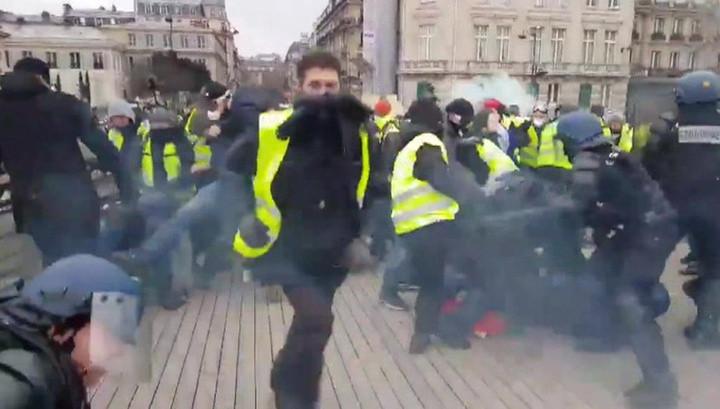 """Активисты """"желтых жилетов"""" хотят обрушить банковскую систему страны"""