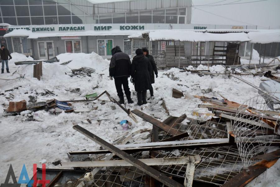 Число пострадавших при обрушении навеса на рынке в Макеевке увеличилось до четырех – МЧС
