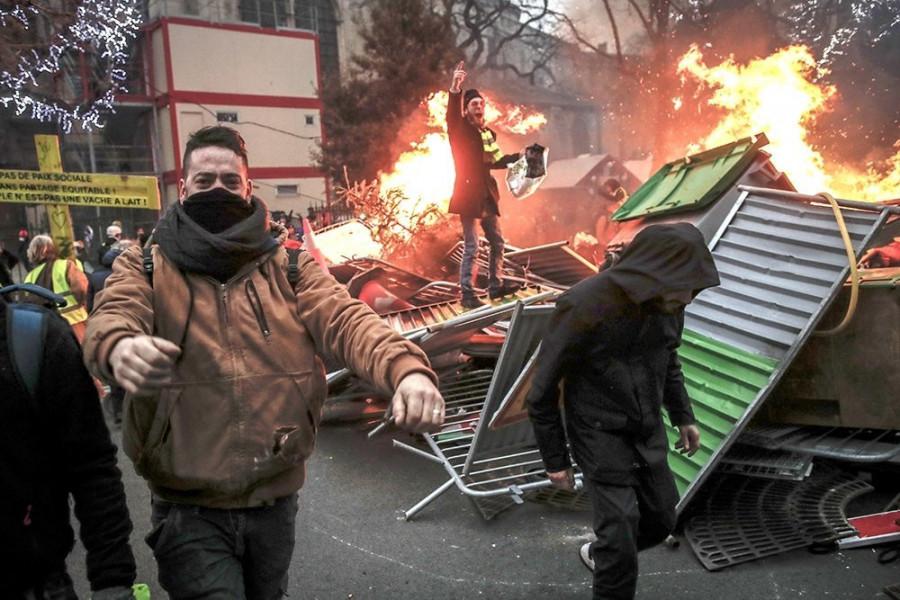 """84 тысячи """"желтых жилетов"""" участвовали в очередной протестной субботе"""