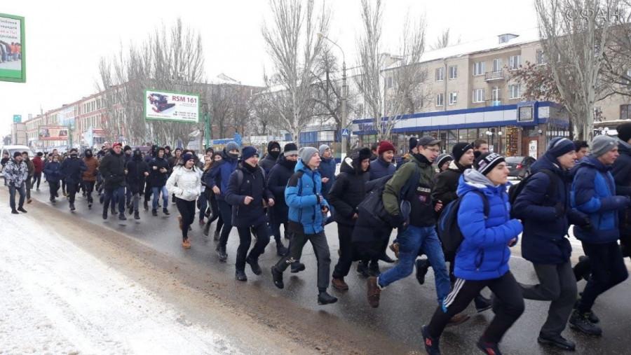 Казаки из Крыма поучаствовали в традиционной «Русской пробежке» в Луганске