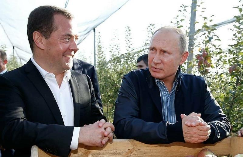 ForPost - Новости : Взгляд из Крыма: Путин пока позволит Медведеву работать