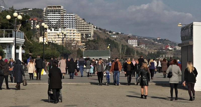 ForPost - Новости : Прелесть межсезонья: Алушта лечит крымчан на выходных