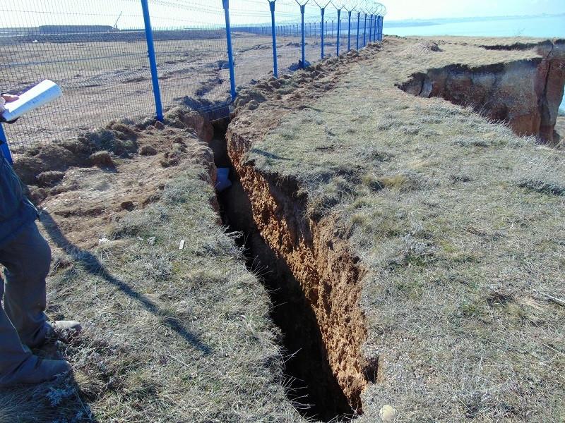 ForPost - Новости : В Севастополе оползень «съел» кусок аэропорта Бельбек