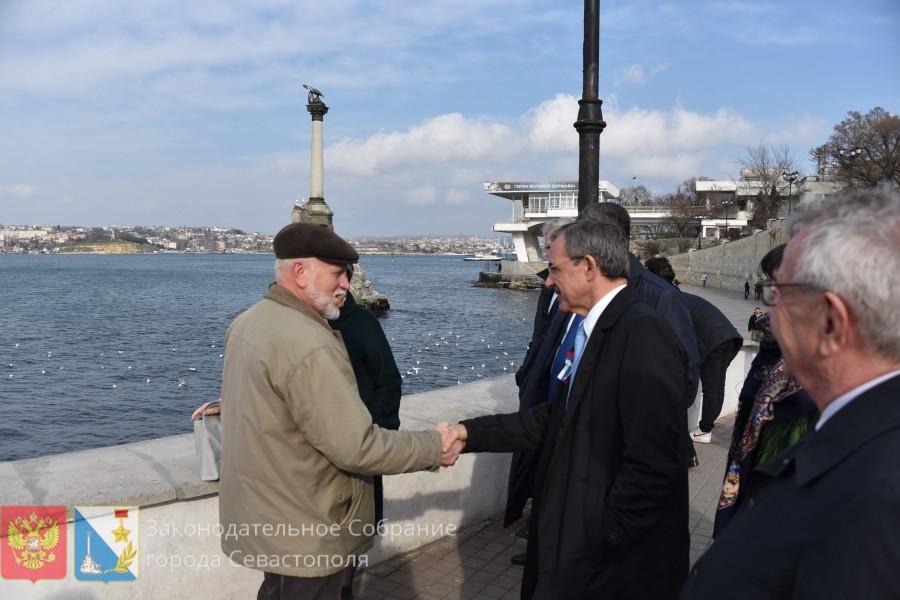 ForPost - Новости : Французы в Севастополе осудили санкции и поблагодарили горожан за историческую память