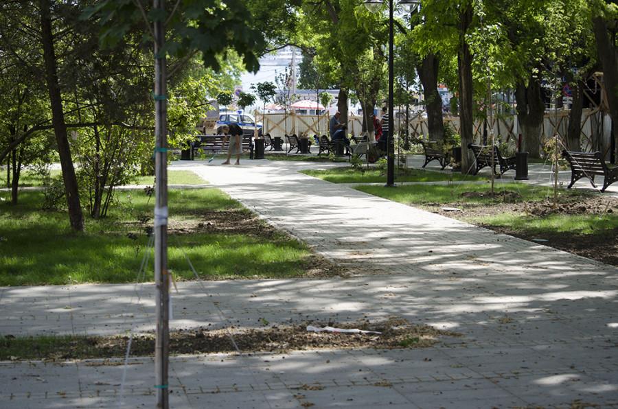 ForPost - Новости : Сквер на Северной стороне готовят к визиту губернатора Севастополя