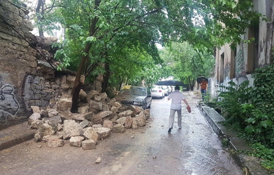 ForPost - Новости : В Севастополе рухнуло несколько подпорных стен