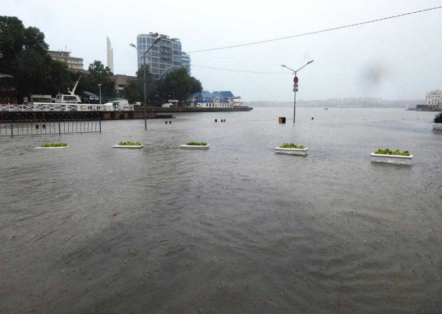 ForPost - Новости : «Почините Севастополь!» — о последствиях «обычного дождя» в городе