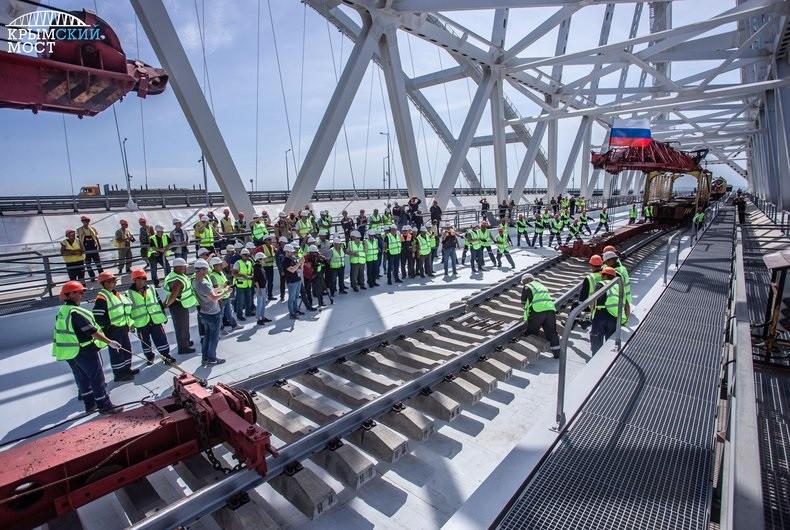 ForPost - Новости : Путин сказал о сроке сдачи ж/д части Крымского моста