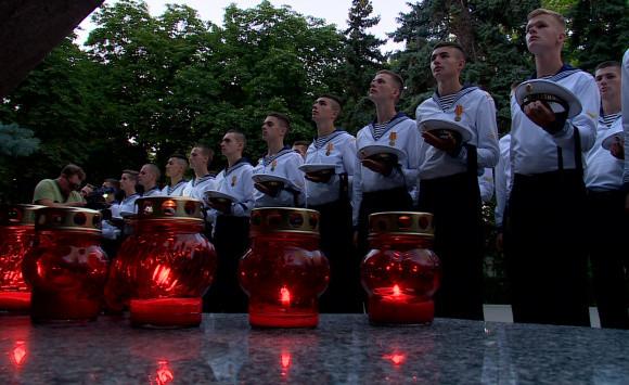 ForPost - Новости : В Севастополе почтили память погибших на Северном флоте 14 моряков-подводников