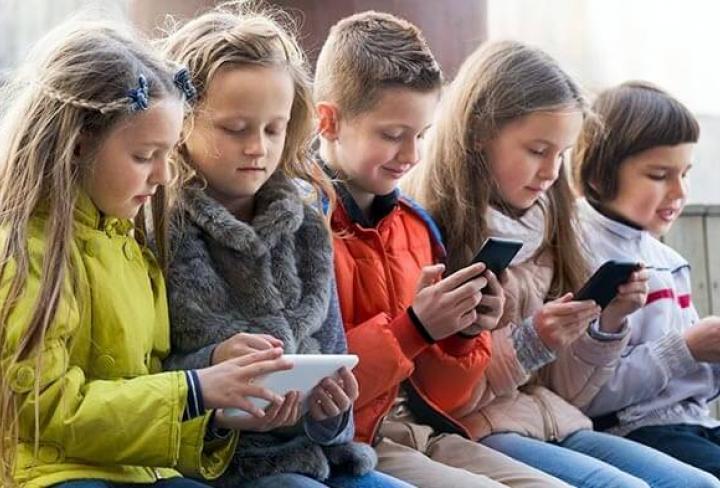 ForPost - Новости : Опрос: 43% россиян не поддерживают идею с запретом смартфонов в школе