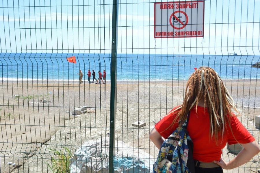 ForPost - Новости : Севастопольские комсомольцы проникли в логово пляжного милитаризма