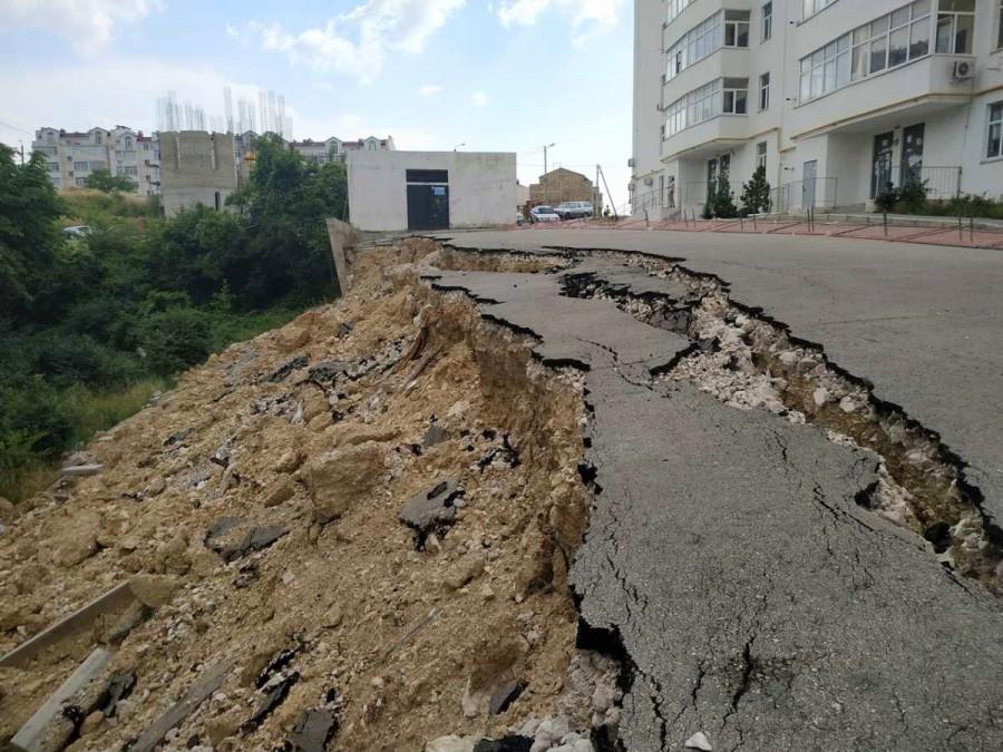 ForPost - Новости : Рухнувшая в Севастополе подпорная стена угрожает целому району