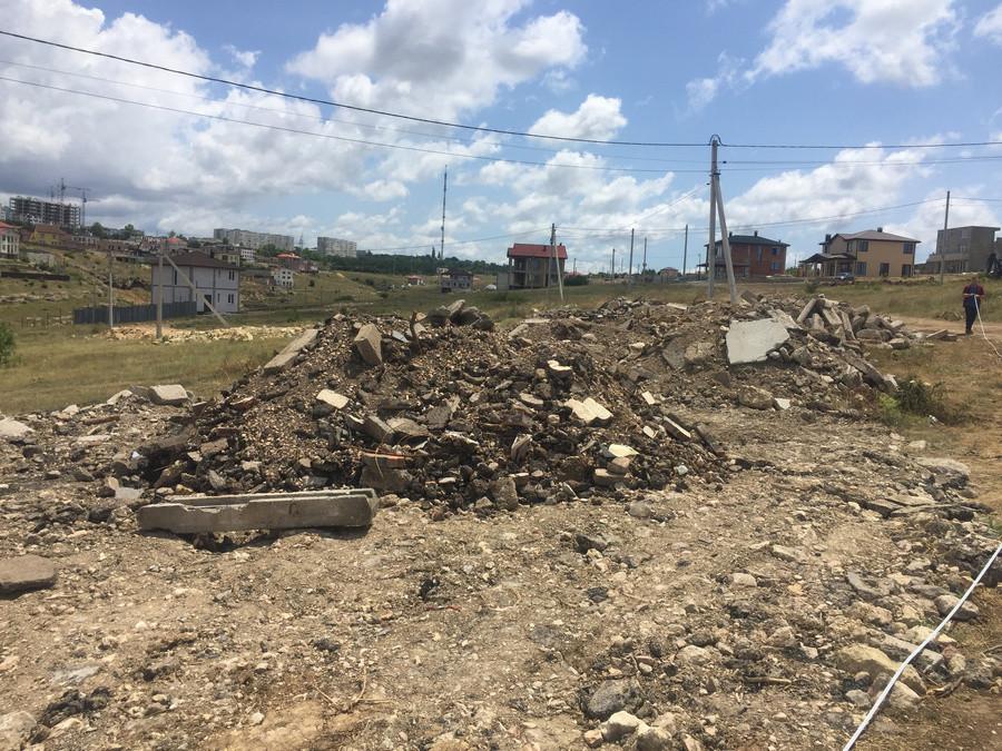 ForPost - Новости : В Севастополе обнаружили гигантскую свалку строительного мусора