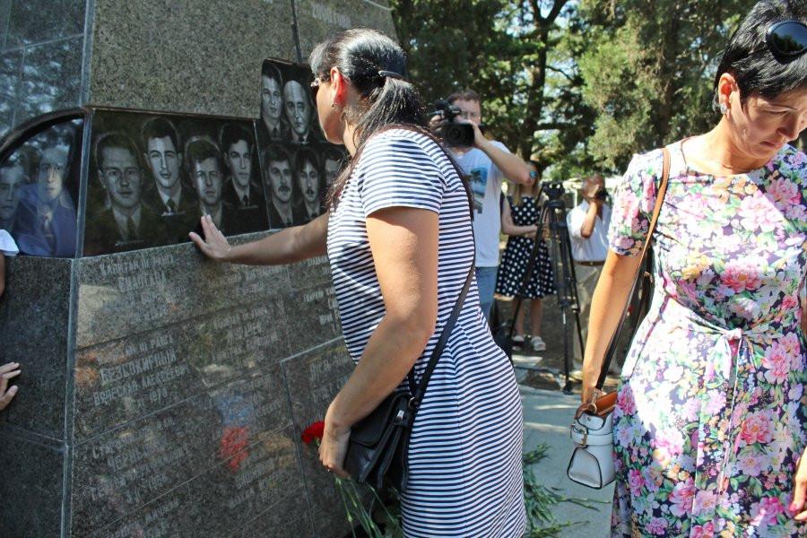 ForPost - Новости : В Севастополе почтили память погибших на подлодке «Курск»