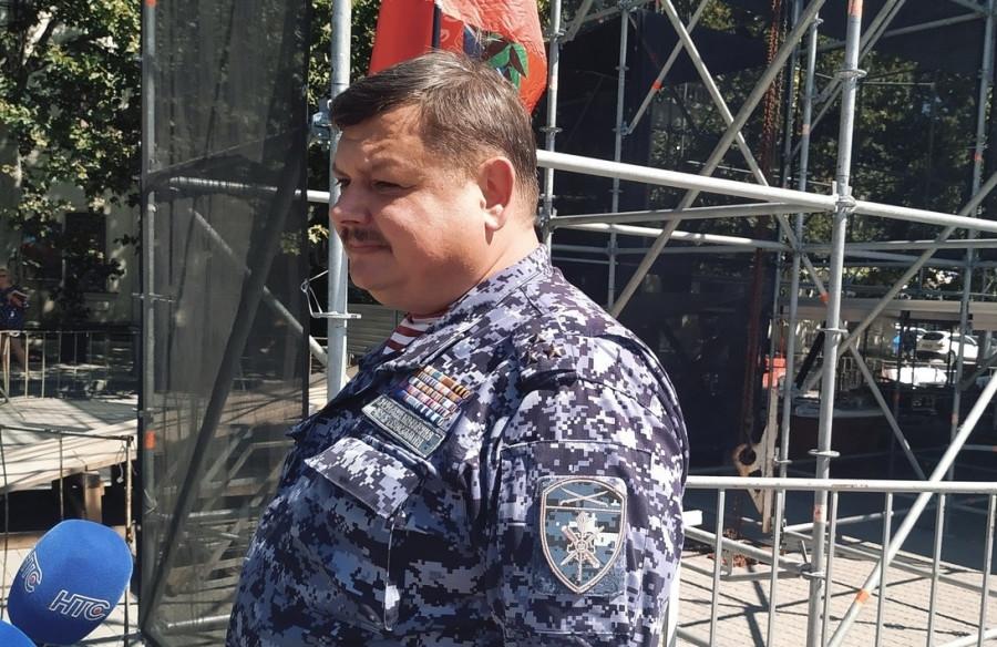 ForPost - Новости : Воспитывают пример и опыт, — Сергей Колбин об акции на площади Нахимова
