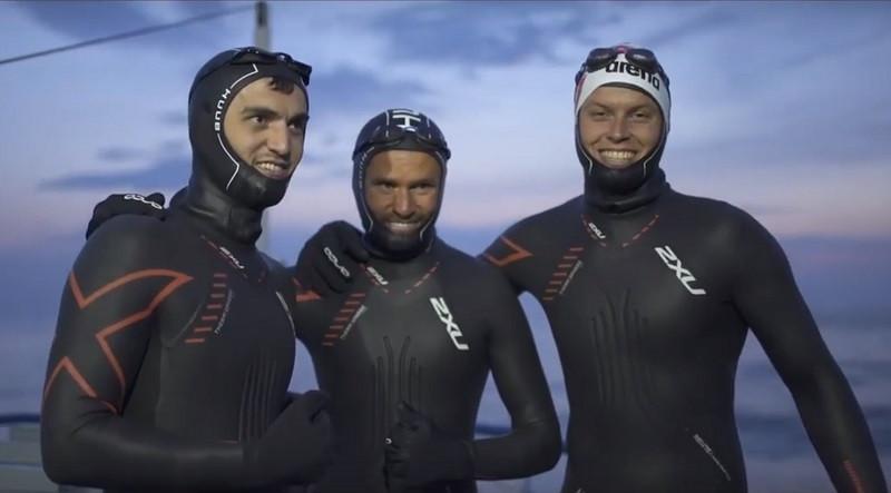 ForPost - Новости : За экологию! Двое крымчан и чеченец переплыли Байкал