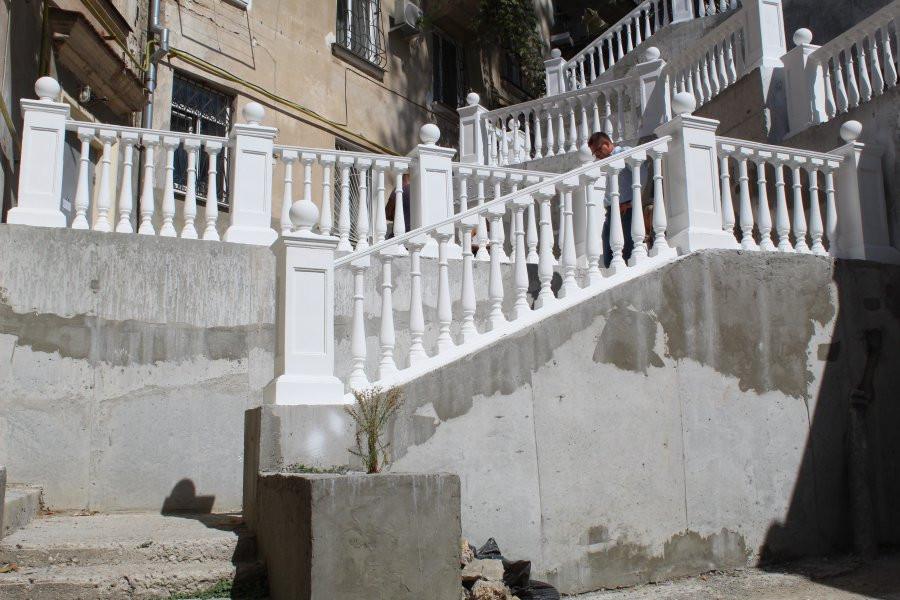 ForPost - Новости : «Визуальное безумие»: во что превращаются лестницы и стены Севастополя после ремонта