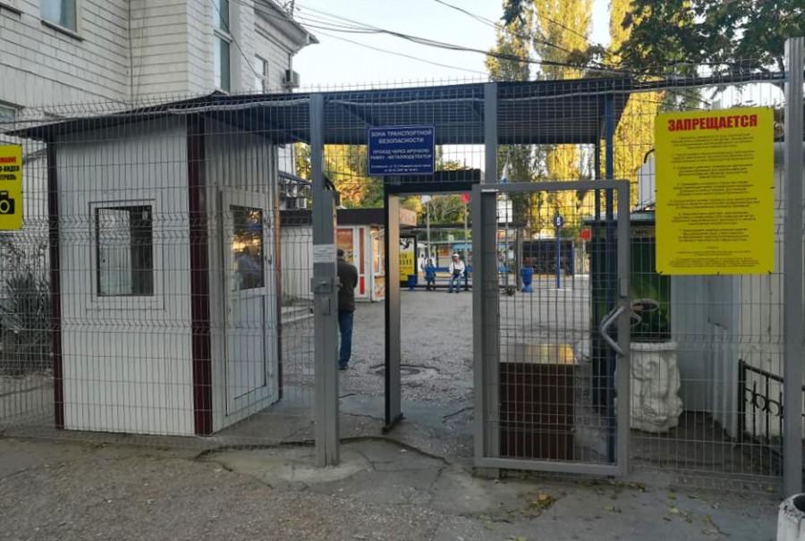 ForPost - Новости : Прощайтесь дома! В Севастополе нельзя проводить родных до автобуса