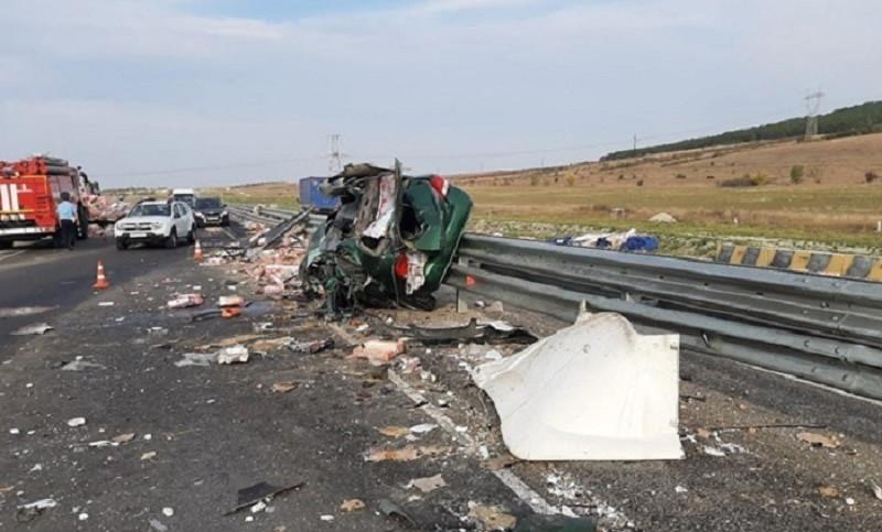 ForPost - Новости : Двое погибли на Тавриде в Крыму при жутком столкновении грузовиков и легковушки. Видео