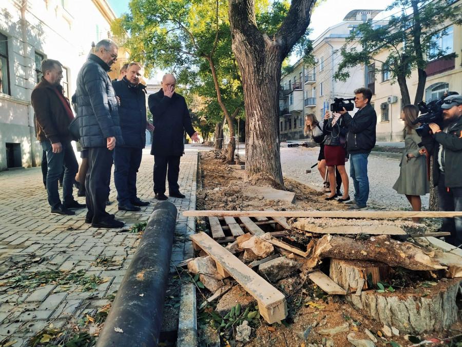 ForPost - Новости : Камень, дерево, ливнёвки. Глава Севастополя не оценил ремонт на Советской