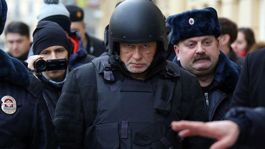 ForPost - Новости : Десяток охранников, шлем и бронежилет не дали расчленителю Соколову совершить суицид