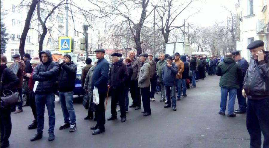 ForPost - Новости : Медосвидетельствование водителей по-новому: в городах России очереди и драки за справкой по старой цене