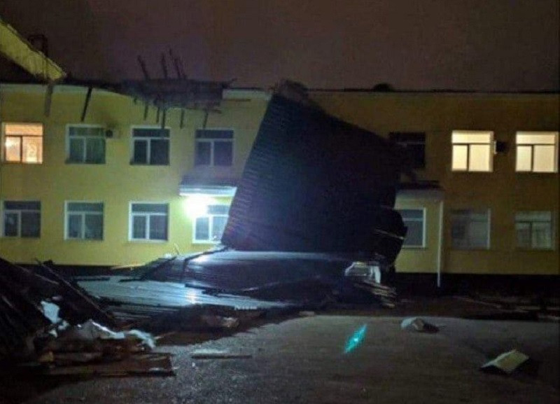 ForPost - Новости : «Отмыли деньги до первого ветра»: в Джанкое со школы слетела крыша