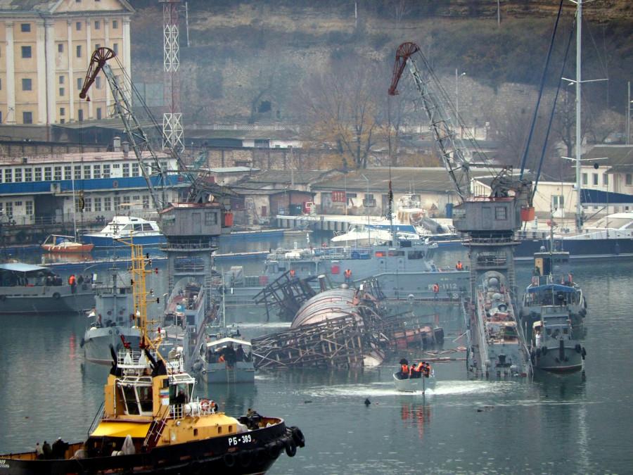 ForPost - Новости : Затонувшие в Севастополе док и подлодка оказались «ничьими»