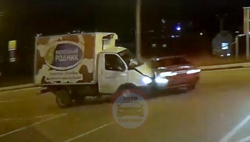 ForPost - Новости : В Севастополе «Газель» на полном ходу протаранила седан