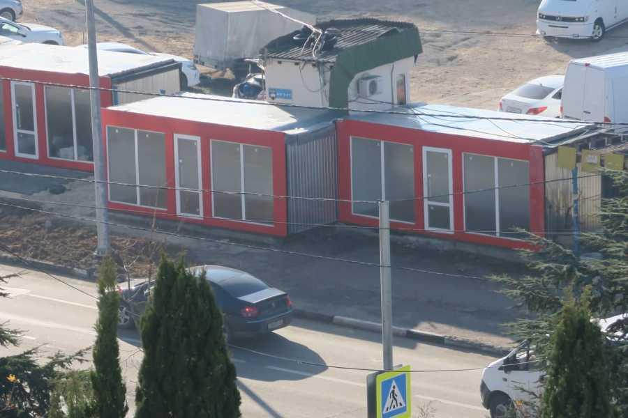 ForPost - Новости : В Севастополе нашёлся хозяин неопознанных ларьков на Столетовском