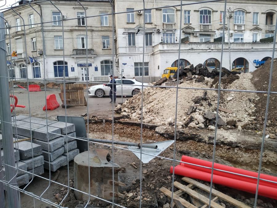 ForPost - Новости : Севастопольские археологи «разобрались» с находками под площадями Лазарева и Ушакова