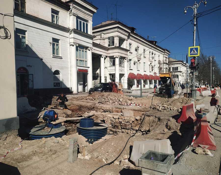 ForPost - Новости : Возле бургерной в Севастополе нашли старинные турецкие артефакты