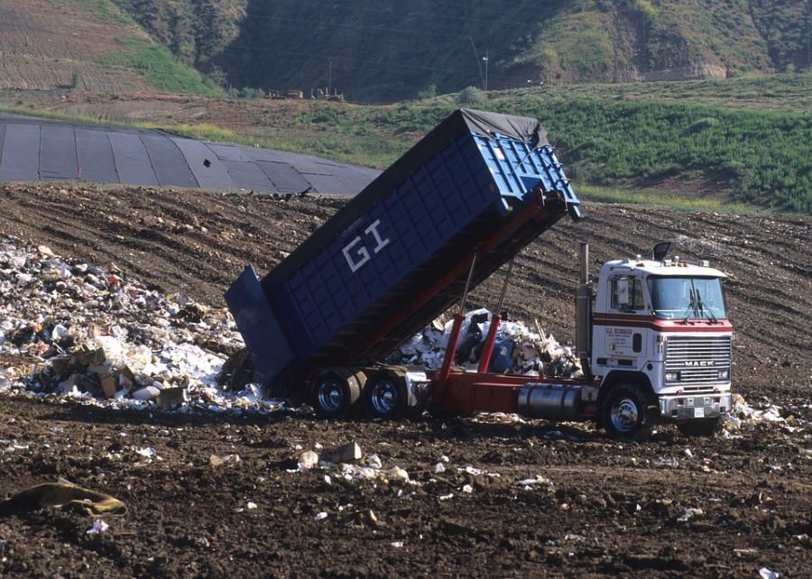 ForPost - Новости : В Севастополе на мусорные грузовики повесят системы слежения