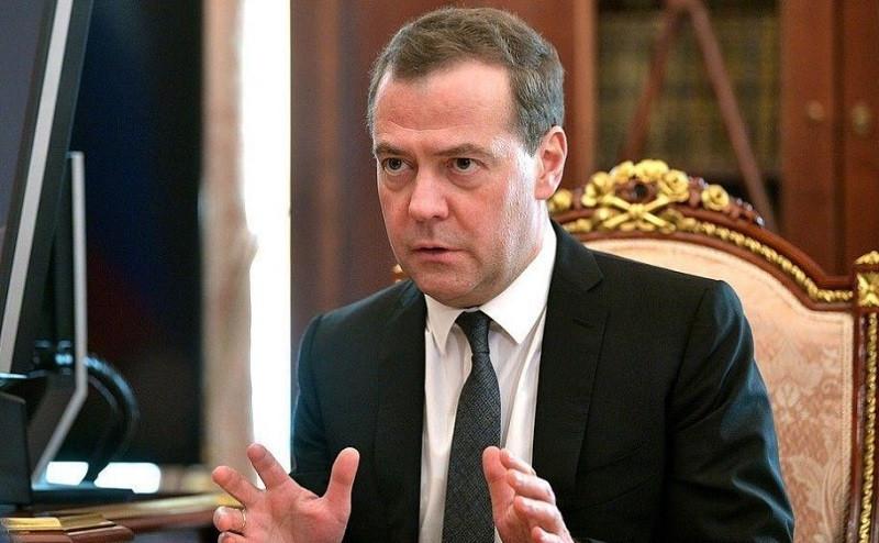 ForPost - Новости : Медведев разглядел коллапс в ряде отраслей экономики России