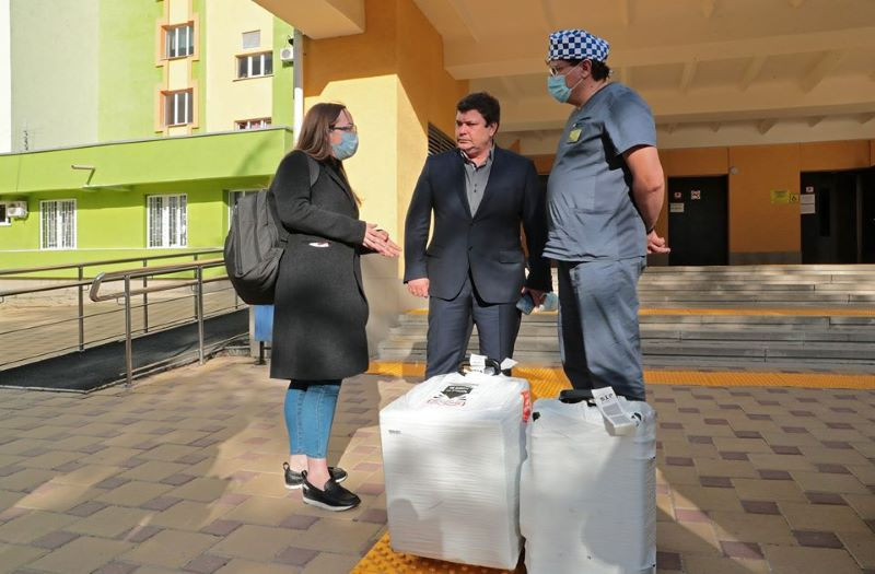 ForPost - Новости : В Крым доставили мини-лабораторию для быстрой диагностики коронавируса
