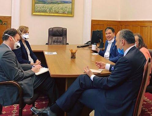 ForPost - Новости : «Смотрящий за реформами» на Украине Саакашвили навестил посла США