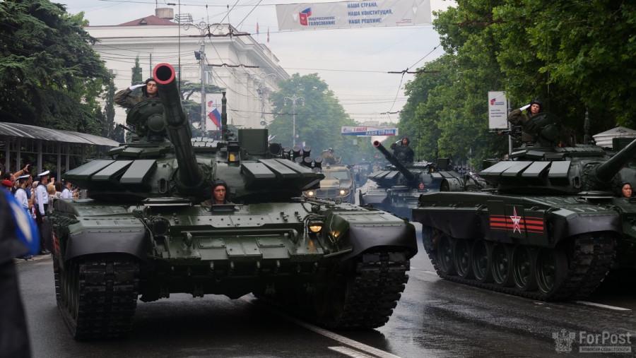 ForPost - Новости : Советские танки и женский батальон: как прошёл Парад Победы в Севастополе
