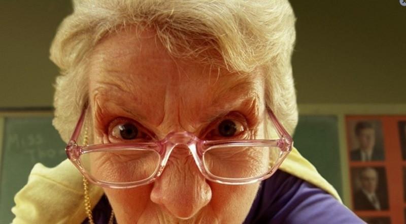 ForPost - Новости : Российская пенсионерка избила пару за секс в кустах