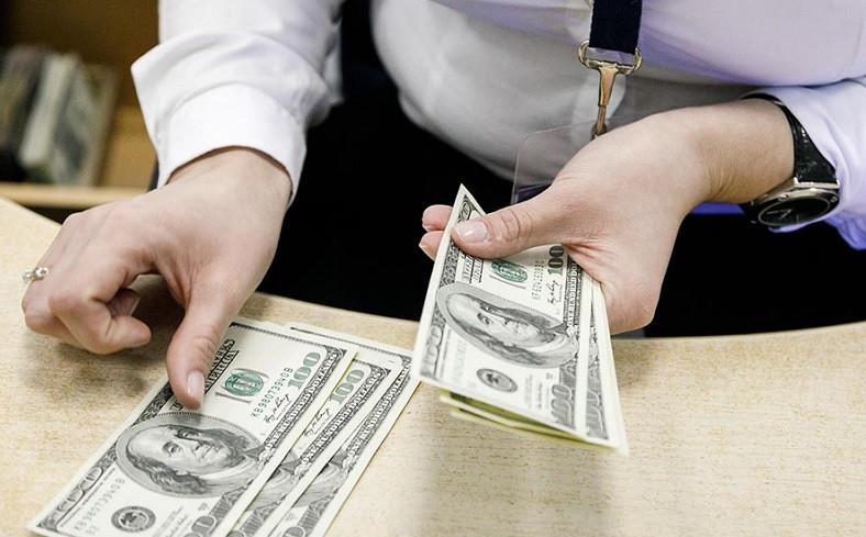 ForPost - Новости : Россияне снова начали забирать валюту из банков